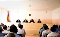 Ара Арутюнян провел рабочее совещание  относительно уборки урожая в Мартунинском районе