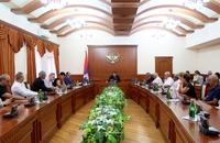 Араик Арутюнян принял французских благотворителей армянского происхождения