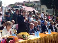 Араик Арутюнян поздравил выпускников с Последним звонком