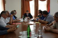 Араик Арутюнян провел рабочее совещание, посвященное текущим работам по  сбору урожая и реализации