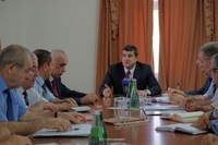 Arayik Harutyunyan had a working consultation on fruits and berries purveyance