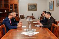 Арцаху будут переданы в дар  10 новых машин скорой помощи: государственный министр принял министра здравоохранения РА