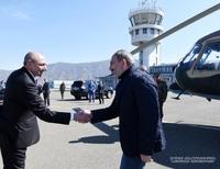 Президент Саакян встретил в аэропорту Степанакерта Премьер-министра Армении Никола Пашиняна