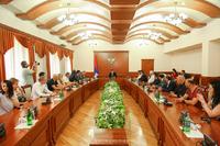 """Государственный министр принял группу участников проекта """"Армяне по происхождению """""""