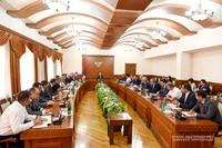 Cовещание с участием членов правительственной комиссии по организации 7-ых Всеармянских летних игр