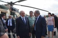 Президент Саакян встретил в Степанакертском аэропорту Премьер-министра Армении Пашиняна
