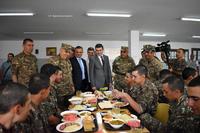 Армия обороны улучшает качество и ассортимент продуктов питания.  Григорий Мартиросян наблюдал за процессом
