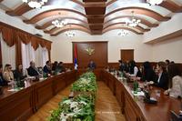 Григорий Мартиросян принял молодых дипломатов