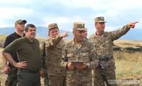 Президент Араик Арутюнян посетил ряд участков передовой линии