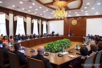 Араик Арутюнян встретился с аппаратом госминистра, министра финансов республики