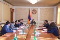 Араик Арутюнян провел совещание, посвященное частичной или полной компенсации кредитов и займов граждан