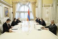 Под руководством Араика Арутюняна и Никола Пашиняна были обсуждены инфраструктурные проекты в Арцахе
