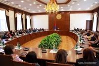 Араик Арутюнян встретился с сотрудниками министерств здравоохранения и юстиции