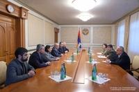 Президент Араик Арутюнян принял делегацию, возглавляемую министром ОНКС Армении Ваграмом Думаняном