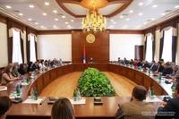 Араик Арутюнян встретился с сотрудниками Министерства территориального управления и инфраструктур республики