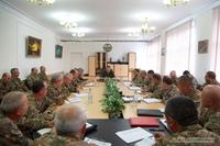 Президент Арутюнян провел совещание с высшим командным составом Армии обороны