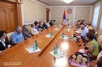 Президент Республики Арцах наградил учеников арцахских школ, удостоенных дипломов первой степени на заключительном этапе школьных предметных олимпиад в Армении