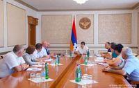 Араик Арутюнян провел совещание по жилищным программам
