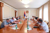 Араик Арутюнян провел совещание, посвященное проблеме водоснабжения Степанакерта