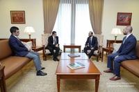 Президент Араик Арутюнян встретился в Ереване с министром ИД РА Араратом Мирзояном
