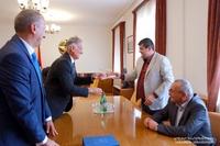 President of the Artsakh Republic Arayik Harutyunyan received Robert Emmiyan