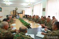 Президент Арутюнян представил высшему командному составу АО нового министра обороны Камо Варданяна