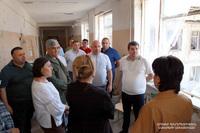 Президент Араик Арутюнян ознакомился с восстановительными работами в разрушенной в результате войны школе N10 Степанакерта